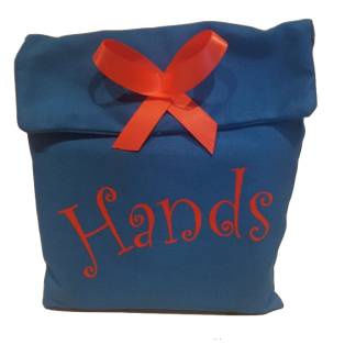 ידיים קלפים בערבית לטיפולايدي